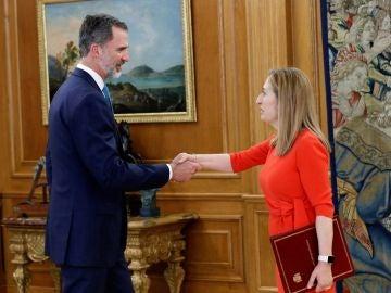El rey Felipe recibe a la presidenta del Congreso, Ana Pastor