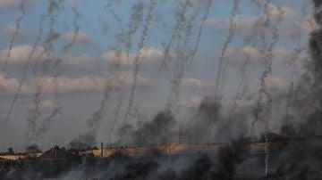 Soldados israelíes lanzan gases lacrimógenos a manifestantes palestinos
