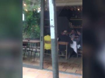 <p>EXCLUSIVA | Las imágenes de la despedida de Rajoy y sus ministros en un restaurante a las afueras de Madrid</p>
