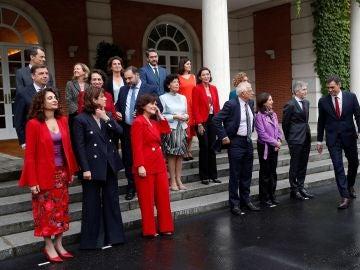 Sánchez preside el primer Consejo de Ministros