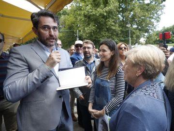 Màxim Huerta en su visita a la Feria del Libro en Madrid