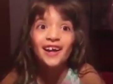 """La lucha de una niña a la que no le dejan utilizar el lenguaje neutral en el colegio: """"No es una palabrita, es un derecho"""""""