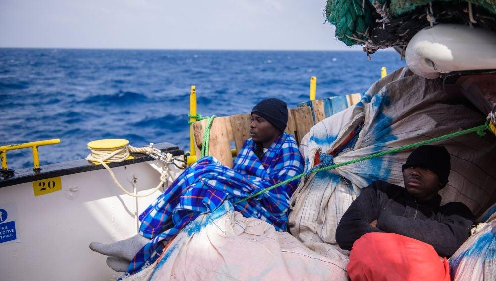 Un total de 1.096 inmigrantes llegan a Italia tras varios rescates en el Mediterráneo