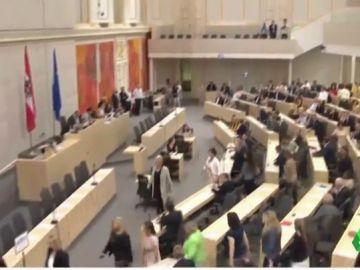 Las diputadas austríacas se van del Congreso por la vuelta de un diputado acusado de acoso sexual