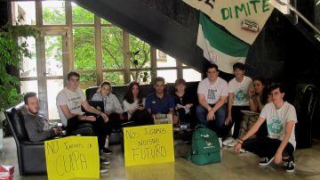 Protesta por la repetición de parte de los exámenes de la Selectividad en Extremadura