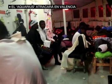 Personas en el interior del barco 'Aquarius'
