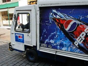Imagen de archivo de un camión distribuyendo mercancía de Pepsi