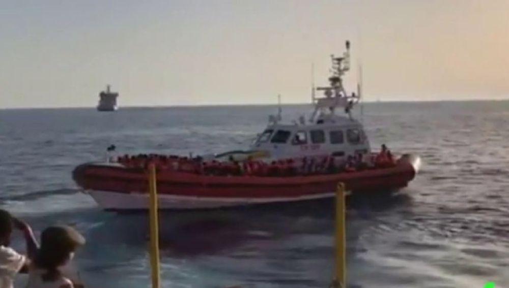 Traslado de migrantes desde el barco Aquarius