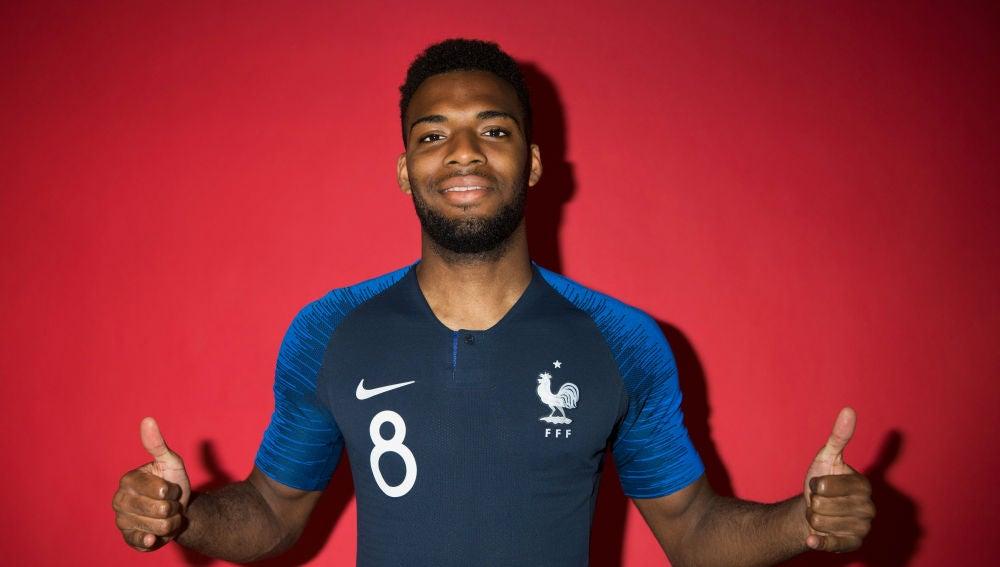 Lemar posa con la camiseta de Francia