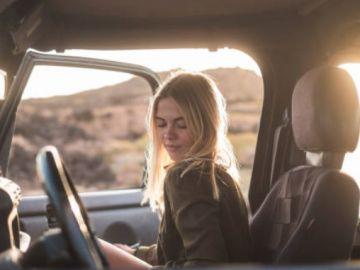 La DGT avisa: Abrir la puerta del coche sin mirar puede suponer una multa de más de 200 euros