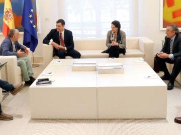 Pedro Sánchez y Magdalena Valerio se reúnen con los agentes sociales en Moncloa