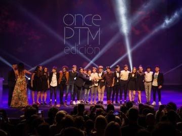 El elenco infantil de 'Billy Elliot' recogiendo el Premio Excepcional