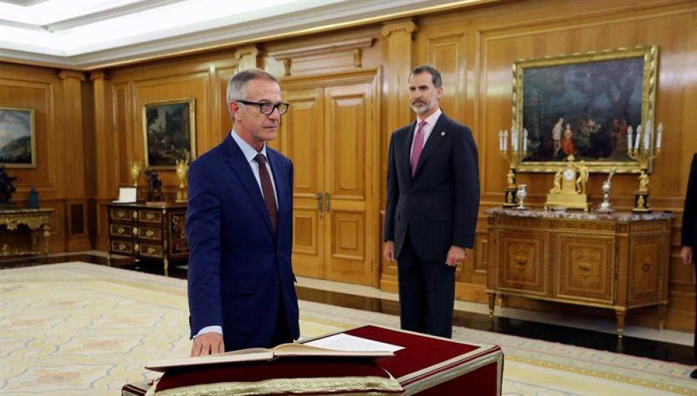 El nuevo ministro de Cultura, José Guirao, promete su cargo ante el Rey