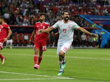 Diego Costa celebra su gol contra Irán