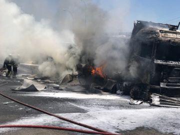 Camión accidentado en la A-1