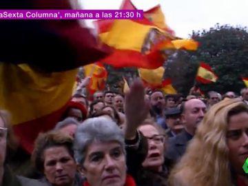 Españoles ondean la bandera franquista
