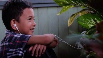Los niños que usan auriculares tienen tres veces más posibilidades de desarrollar una discapacidad auditiva.
