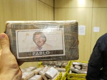 Un paquete de cocaína con la imagen de Pablo Escobar