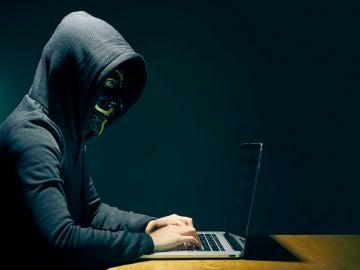 Un usuario en su ordenador