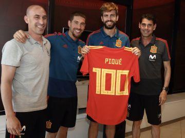 Piqué, junto a Rubiales, Ramos y Hierro