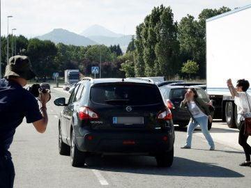 Los miembros de La Manada saliendo de la prisión de Pamplona