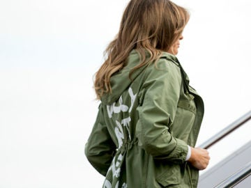 Melania Trump con la chaqueta 'I really don't care, do you?'