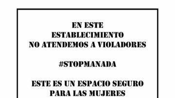 Carteles contra 'La Manada' en varios comercios de Sevilla