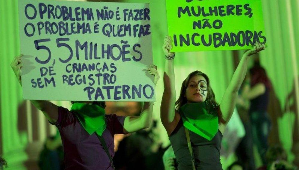 Manifestación en Río de Janeiro en favor de la legalización del aborto en Brasil
