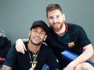 Neymar y Messi posan juntos