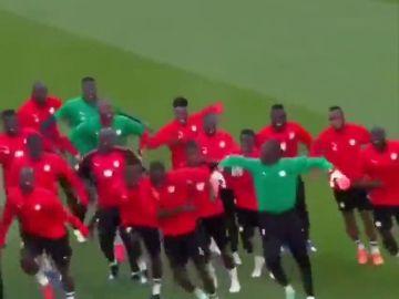 El baile de la alegría de Senegal que ha sacado una sonrisa al mundo