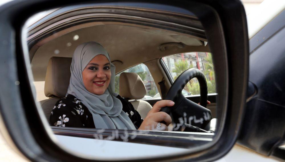 Las mujeres saudíes celebran el fin del veto para conducir