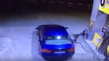 Irte de una gasolinera sin quitar la manguera del coche: un despiste que te puede salir muy caro