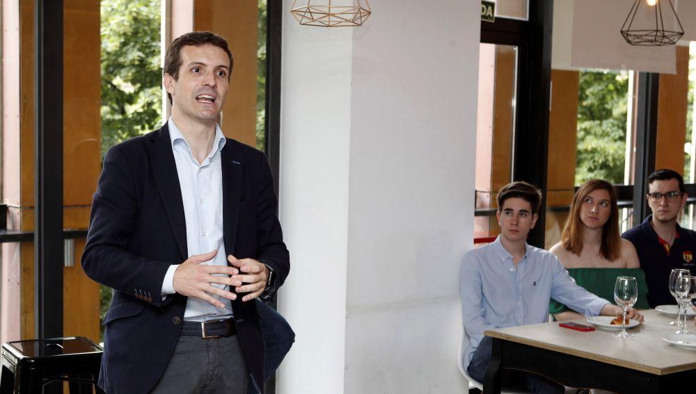 El candidato a la Presidencia del PP Pablo Casado visita Zaragoza en el marco de la campaña que está llevando.