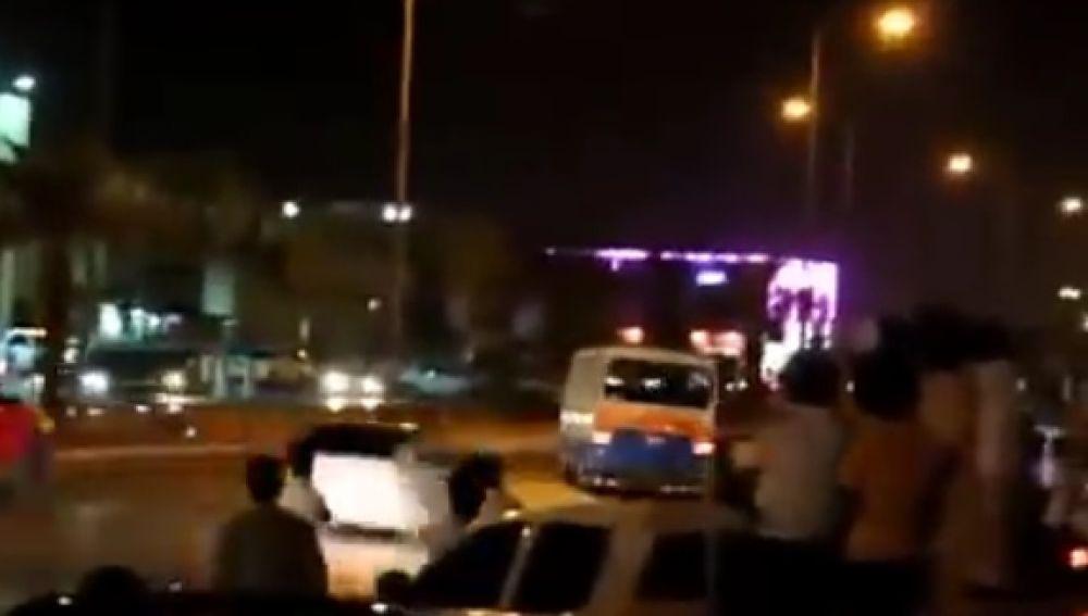 Haciendo drifting con un autobús repleto de gente...La última excentricidad de Arabia Saudí