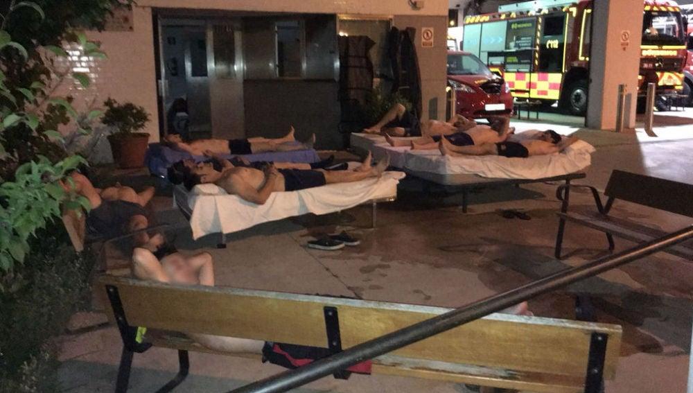 Bomberos de Getafe durmiendo en la calle