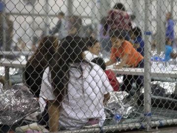 Niños enjaulados en la frontera de EEUU