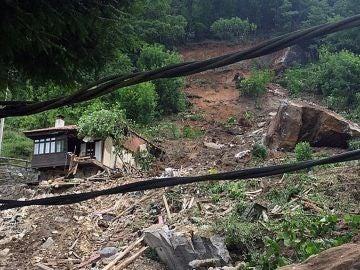 Imágenes de los destrozos por el derrumbamiento en La Cortina, Asturias.