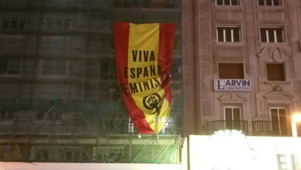 Bandera española el 8M