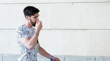 Jesús Escudero, uno de los miembros de 'La Manada' ha sido el último de los cinco integrantes en presentarse ante el juzgado de guardia de Sevilla.