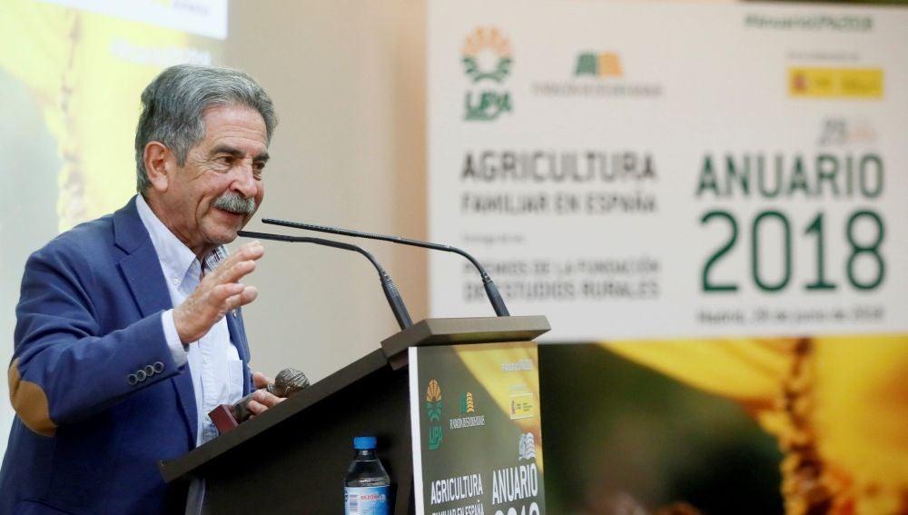 El presidente cántabro, Miguel Ángel Revilla, interviene durante un acto.
