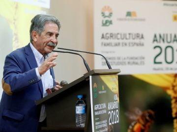 El presidente cántabro, Miguel Ángel Revilla, interviene durante un acto