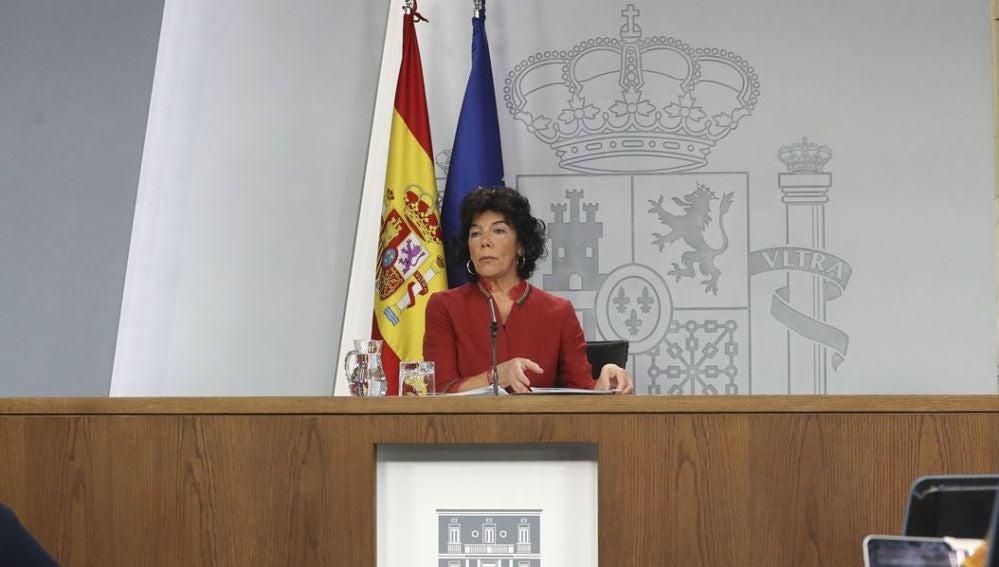 La portavoz del Gobierno, Isabel Celaá, en rueda de prensa