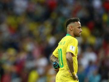 Neymar, con cara de circunstancias