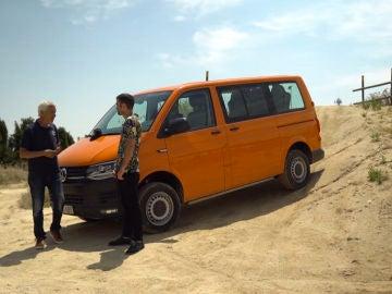Jon Plazaola se pone a los mandos de la VW Transporter Rockton, la versión 4x4 de la furgo Volkswagen