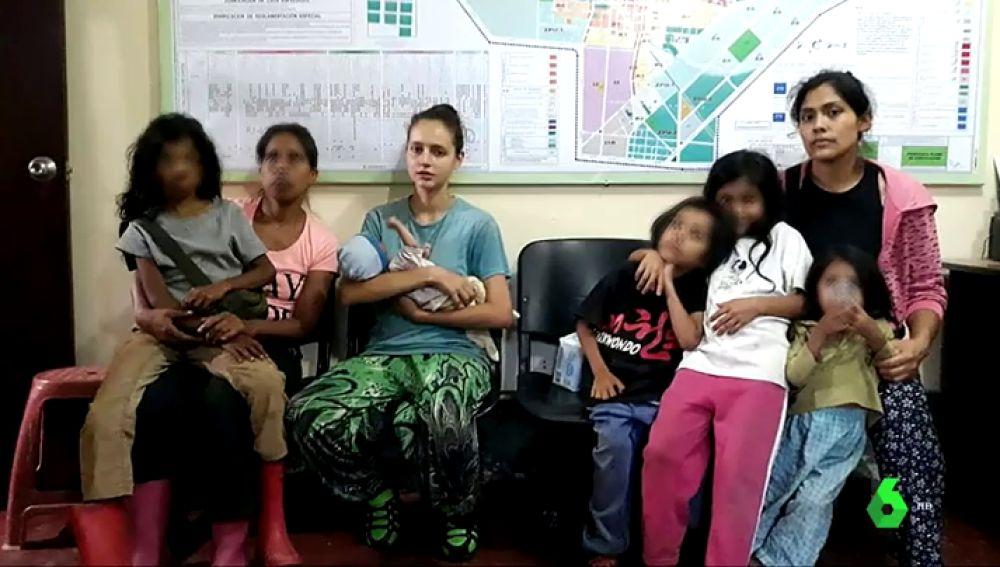 Patricia Aguilar junto a otras mujeres captadas por la secta