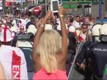 Cargas policiales contra hinchas ingleses en Benidorm
