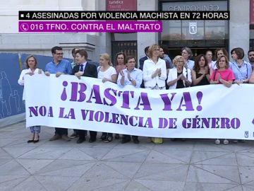 Protesta contra la violencia machista frente al Ayuntamiento de Madrid.