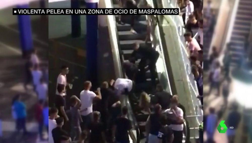 Duras imágenes: brutal pelea en un centro de ocio de Gran Canaria a la que se unen varios porteros de discoteca