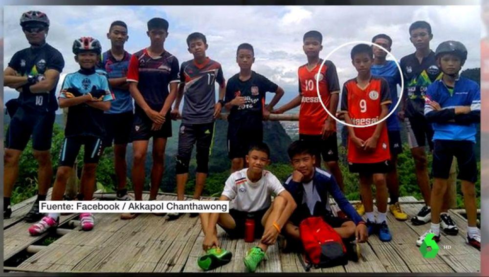 Imagen del equipo de niños atrapado en la cueva de Tailandia