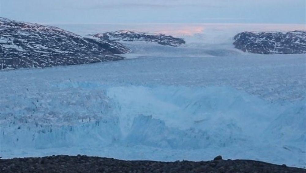 Iceberg separándose de Groenlandia